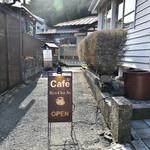 CAFE 饗茶庵 - 看板│お店入口は右手に。
