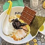 パパパパパイン - 板チョコが載ったチョコレート油そば「カカカカカカオ」