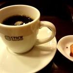 スティックスイーツファクトリー - て店内のコーヒーはおかわり自由♪