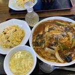 中華料理 唐韻 - あんかけ焼きそばと半チャーハンセット