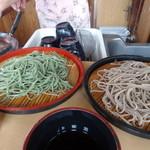 忍野八海名泉そば - 料理写真:試食の蕎麦とよもぎそば