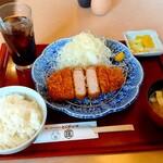 かつ庄 - 料理写真:厚切りロースかつ定食