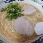 らーめん八 - ラーメン580円