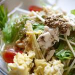ゴロシタ - 蒸し鶏と水菜のおろし玉ねぎペペロンチーノ