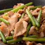 魚菜串 いちころ - ニンニクの芽と豚バラのオイスター炒め