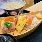 鮨・酒・肴 杉玉 - 舟盛り丼を自分で作ってもいいし このまま別々に食べてもOK