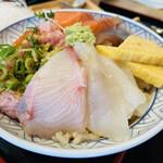 鮨・酒・肴 杉玉 - はい! 自分で盛った海鮮丼♡