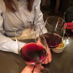 148843836 - 赤ワイン(840円)で乾杯♪