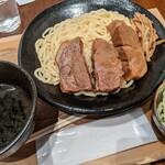 麺屋 五常 - 淡麗角煮つけ麺(大盛同料金)