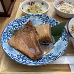米幸 - 赤魚の煮付け!焼き豆腐が付いてるのが嬉しい!