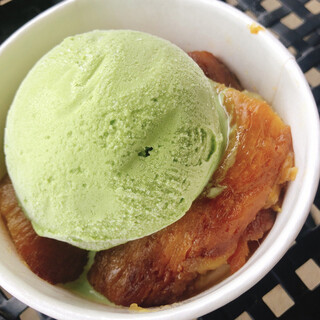 芋屋TATA - 料理写真:焼き芋のアイス乗せ(ピスタチオ)