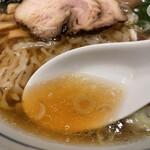 148862366 - 鶏ガラと魚介の澄んだスープ