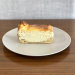 パン・ピジョン - ・チーズパイ 320円/税抜