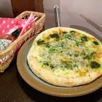 蔵カフェこまや - 料理写真:しらすのピザ