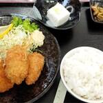 旬菜四季工房 瑠々花 - メンチとカキフライ800円