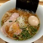 Ramenuxokakicchin - 鴨と蛤の醤油そば(税込1100円)+味玉(税込100円)