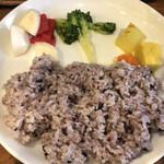 初台スパイス食堂 和魂印才たんどーる - 五穀米と副菜たち