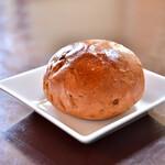 Cafe 1894 - 【ハンバーグステーキ マデラソース@2,000円】くるみパン