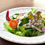 Cafe 1894 - 【ハンバーグステーキ マデラソース@2,000円】サラダ