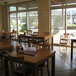道の駅かまえ Buri Laboratory - テーブル席あります。