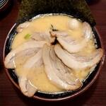 横浜家系ラーメン 喜多見家 - チャーシュー麺(大盛)