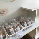 チロルチョコ アウトレットショップ - 料理写真:店内