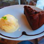 オモンマテント - チョコケーキ