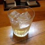 茶の間 - 自家製梅酒ロック