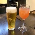 ビストロマエダ - エビス生ビール(500円) サングリア(650円)