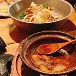 難波 炭焼笑店 陽 - 奥は唐揚げ 手前はイベリコ豚の角煮すき焼き風(ほぼ食べちゃってますが)