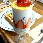 うのまち珈琲店 - クレームブリュレの季節のパフェ 910円+税