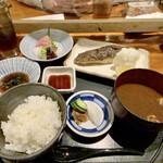 Shokusaikadota - 欲張り定食(炭火焼+お刺身)             魚は銀鱈を選択、炭火焼きの魚によって値段が変わります。