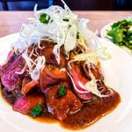 暴走熟成肉庫 肉アバンギャルド - 和牛ローストビーフ丼(ドリンク・サラダ付)(ライス大盛) 1,480円