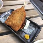 魚串さくらさく - アジフライ定食にすると、サバが一切れ減ります。どっちも食べたーい!