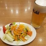 ラ・パウザ - ビールとシンプルサラダ(ハーフ)