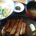 忍庵 - 親子丼と別皿の炭火焼のチキン