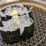 はま寿司 - 生しらすを軍艦で。まぁまぁかなぁ。 新鮮さは僅少で少し苦みが出てました。