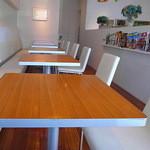 グラン ダ ジュール - 明るいカフェスペース