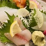湘南の魚とワインの店 ヒラツカ - 本日の刺身の盛り合わせ