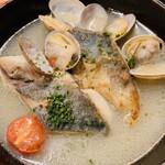 湘南の魚とワインの店 ヒラツカ - 鮮魚のアクアパッツァ