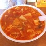 中国料理聚仙 - 酸辣湯麺です。 ここのお店は、辛さが調整出来ます。 これは、辛めにして貰いました。 このボリュームで750円です。