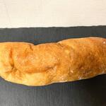 トシオークーデュパン  - 焼き立てだったシャバタ(チャななくてシャなのは初めて) ちょっとオイリー
