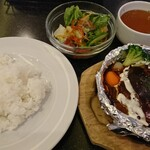 JIS - 煮込みハンバーグセット  ¥500(税込)