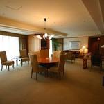 横浜ベイホテル東急 - アトランティックスイート;リビング1