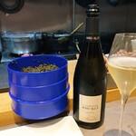 148992474 - ベルーガのキャビアとシャンパン