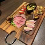 カフェゴーサンブランチ - キッシュ、鴨ソース、ローストビーフ、カプレーゼ、ピクルス前菜盛り合わせ