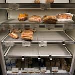 パンやきどころ RIKI - カスクート何種類か、結構売り切れてます
