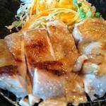 学生食堂 REATA - 朝挽き鶏焼き定食2