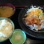 学生食堂 REATA - 朝挽き鶏焼き定食1