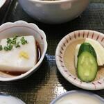 志美津や - 小鉢と漬物